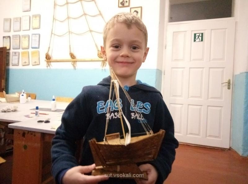 Діти щиро радіють кожній виготовленій моделі